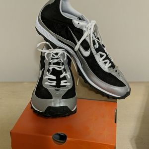 Nike black and silver brand new zoom waffle racer.